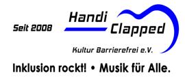 """Das Handiclapped Logo. Seit 2008. Handi Clapped, umrandet von einer angedeutetn Gitarre in Blau. Darunter """"Inklusion rockt"""". """"Musik für alle""""."""