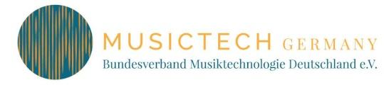 """Horizontales Logo von MusicTech Germany. Links ist die Bildmarke: Ein großer Kreis, in dem in orange ein Ausschnitt von Frequenzwellen zu sehen ist. Der Hintergrund ist in petrol. Darunter steht in petrolfarbenen Buchstaben """"MusicTech"""" und darunter """"Germany"""". Rechts steht in organgenen, großen Buchstaben """"MUSICTECH Germany"""". Darunter steht in petrolfarbenen Buchstaben """"Bundesverband Musiktechnologie Deutschland e.V."""
